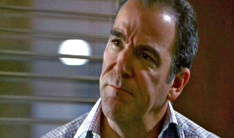 Special-Agent Jason Gideon (Mandy Patinkin) erarbeitet ein Profil des Täters ... - Bildquelle: Touchstone Television