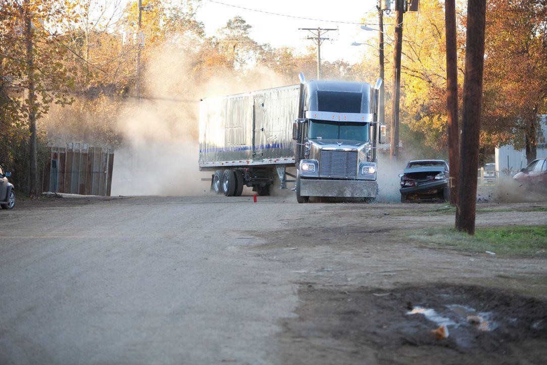 Das war bis vor kurzem noch unvorstellbar für den Transportunternehmer John Matthews: mit den firmeneigenen LKWs Drogen für ein mexikanisches Kartel... - Bildquelle: TOBIS FILM
