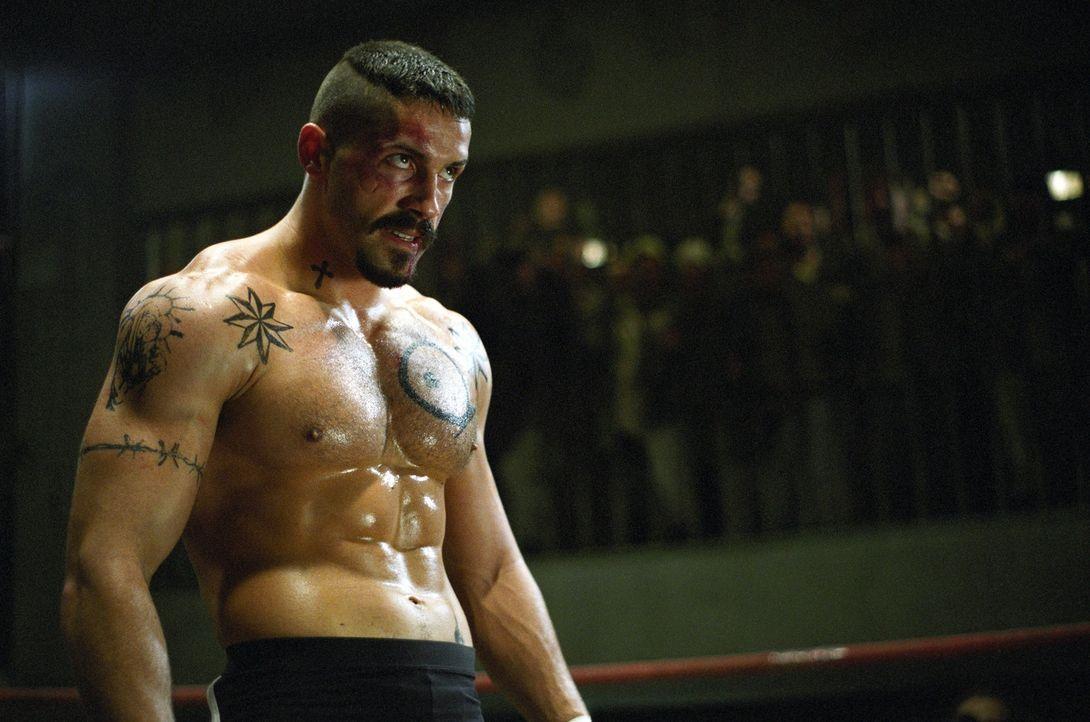 Der böswillige Knast-Champion Yuri Boyka (Scott Adkins) boxt seit Jahren bei Gefängniskämpfen und wartet schon auf sein nächstes Opfer: den frisch i... - Bildquelle: Nu Image Films