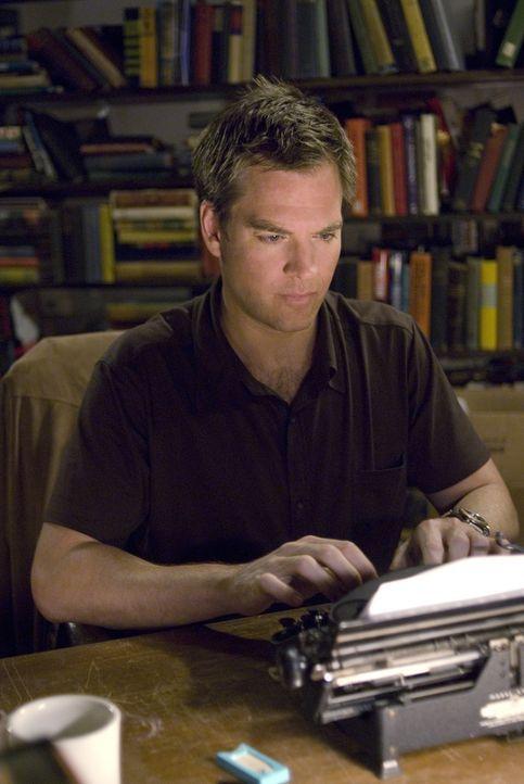 Tony (Michael Weatherly) versucht herauszufinden, wer sich Zugang zu McGee's Manuskript verschafft hat um weitere Morde zu verhindern ... - Bildquelle: CBS Television