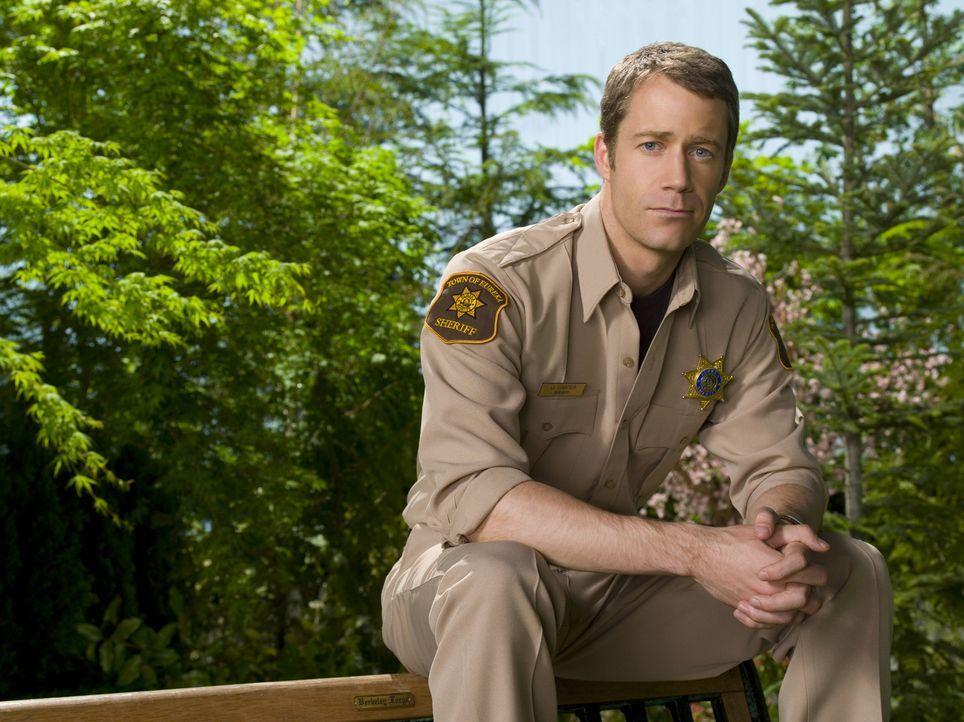 (2. Staffel) - Muss weiterhin mit den Merkwürdigkeiten in Eureka leben: Jack Carter (Colin Ferguson) ... - Bildquelle: Universal Television