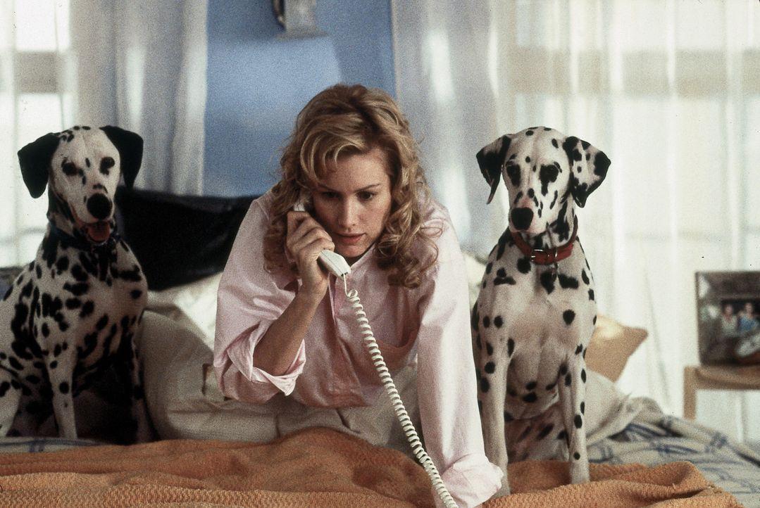 Drei Jahre konnten sich Londons Dalmatiner von dem Schrecken erholen. Doch jetzt ist Cruella de Vil wieder auf freiem Fuß. Chloe Simon (Alice Evans... - Bildquelle: Walt Disney Pictures