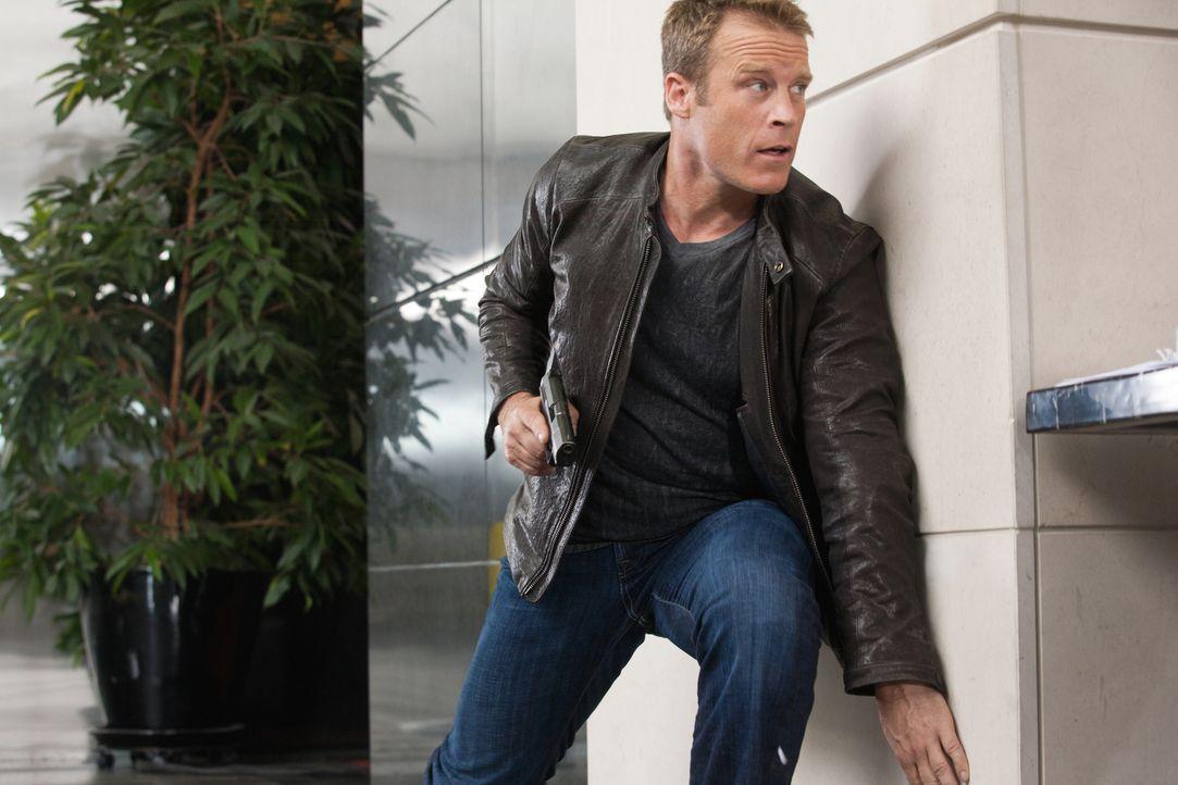 Nach der Rettung von Winston will sich Chance (Mark Valley) vom Bodyguard-Geschäft verabschieden, um die Menschen in seiner Umgebung nicht in Gefahr... - Bildquelle: Warner Brothers
