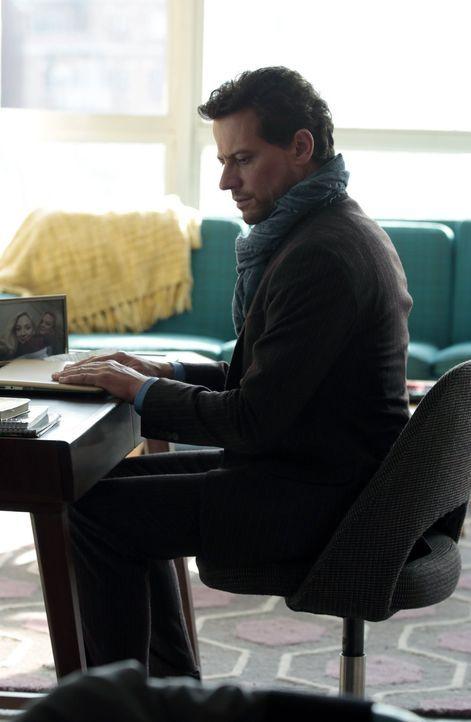 Die getötete Sarah ist nicht nur an der Mode der Siebziger interessiert. Henry (Ioan Gruffudd) erinnert sich selbst an die Zeit und seine ehemalige... - Bildquelle: Warner Bros. Television