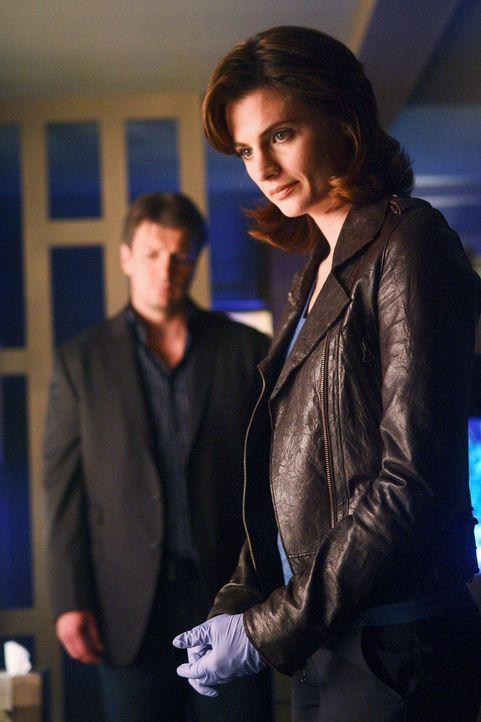 Gibt es eine Verbindung zwischen den beiden Mordfällen? Castle (Nathan Fillion, l.) und Kate (Stana Katic, r.) versuchen, dies herauszufinden. - Bildquelle: ABC Studios