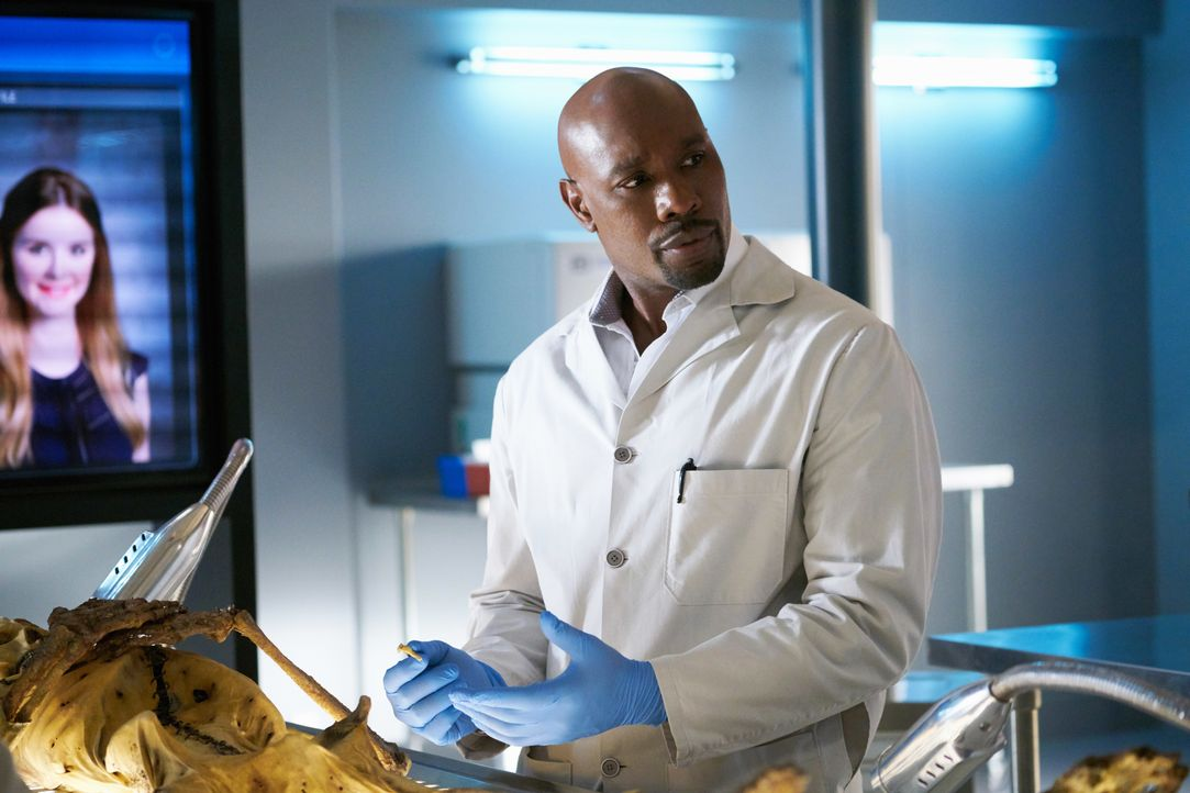 Als ein Patient auf dem Tisch von Erica Kincaid stirbt, nimmt Rosewood (Morris Chestnut) die Ermittlungen auf - und stößt auf einen lang zurückliege... - Bildquelle: 2015-2016 Fox and its related entities.  All rights reserved.