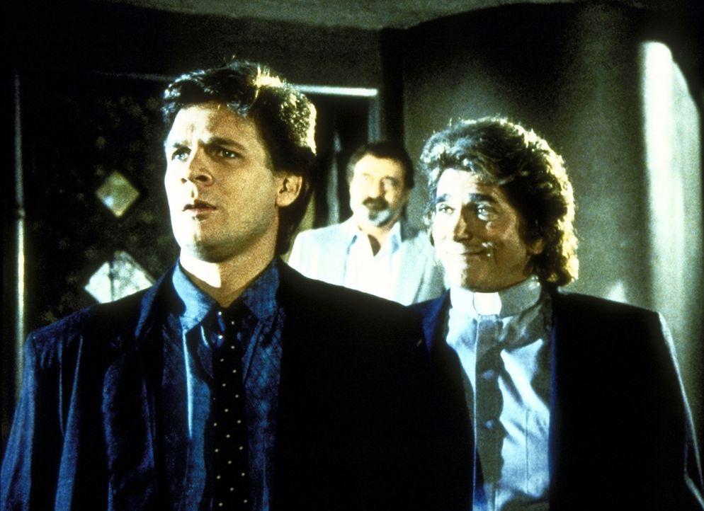 Brad (Dean Scofield, l.) sucht überall nach seiner Verlobten Trish. Mark (Victor French, M.) und Jonathan (Michael Landon, r.) unterstützen ihn be... - Bildquelle: Worldvision Enterprises, Inc.