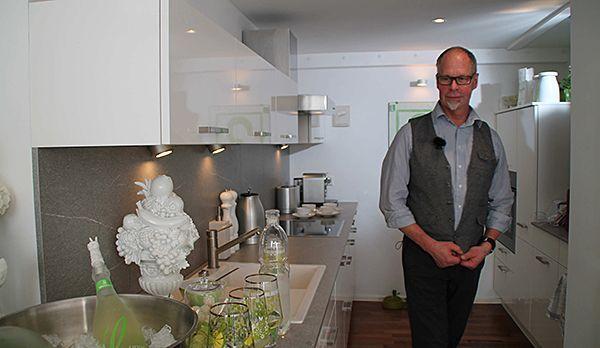 Lothar in Michaelas Küche - Bildquelle: kabel eins