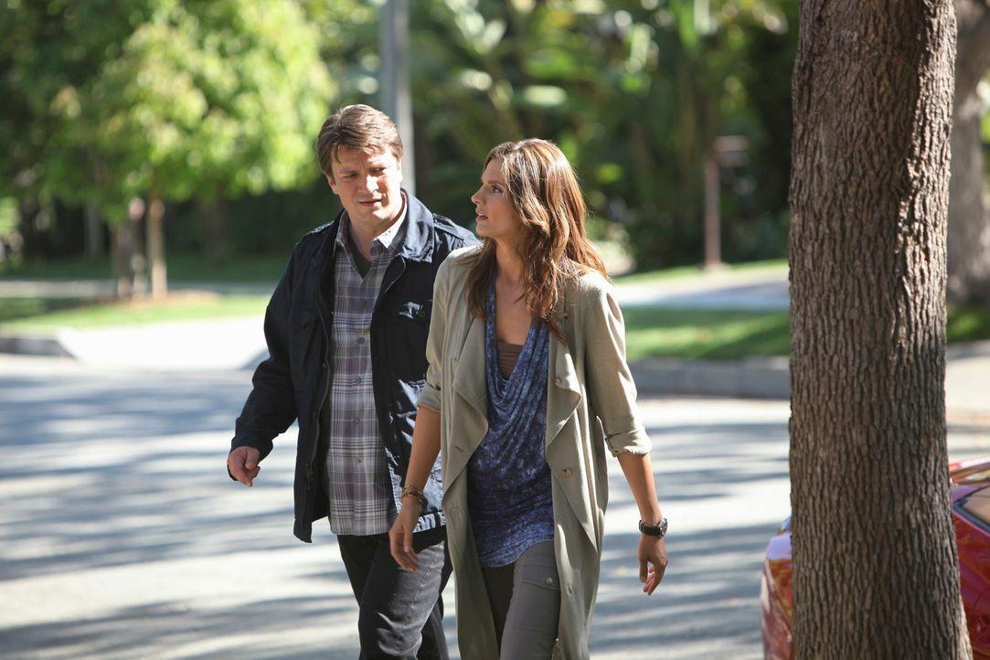 Becketts (Stana Katic, r.) alter Freund und ehemaliger Ausbilder Mike Royce wird ermordet in New York aufgefunden und Captain Montgomery will nicht,... - Bildquelle: ABC Studios