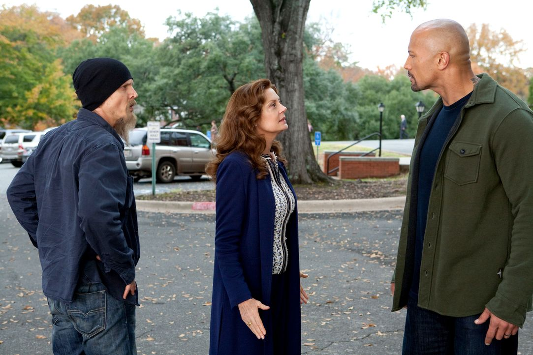Agent Cooper (Barry Pepper, l.) von der US-Drogenvollzugsbehörde DEA ist sich nicht sicher, ob das Einschleusen von John (Dwayne Johnson, r.) wirkli... - Bildquelle: TOBIS FILM