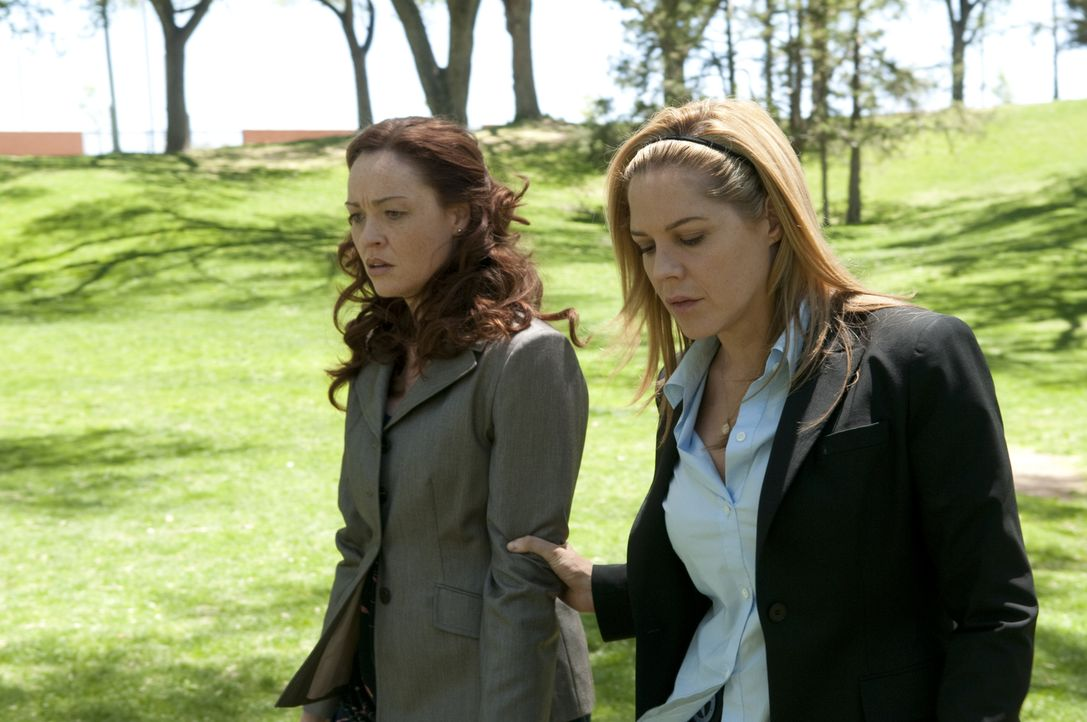 Judy Wagrowski (Karina Logue, l.); Mary Shannon (Mary McCormack, r.) - Bildquelle: Colleen Hayes USA Network / Colleen Hayes