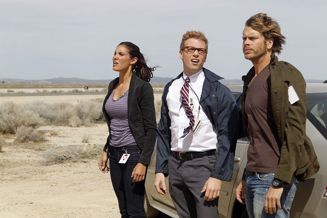 Bei den Ermittlungen: Kensi (Daniela Ruah, l.), Eric (Barrett Foa, M.) und Deeks (Eric Christian Olsen, r.) ... - Bildquelle: CBS Studios Inc. All Rights Reserved.