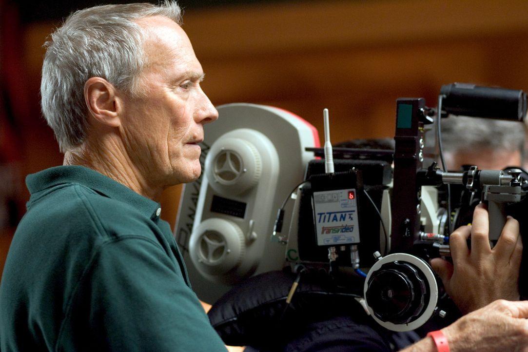 Konzentration auf das Wesentliche: Regisseur Clint Eastwood ... - Bildquelle: Epsilon Motion Pictures