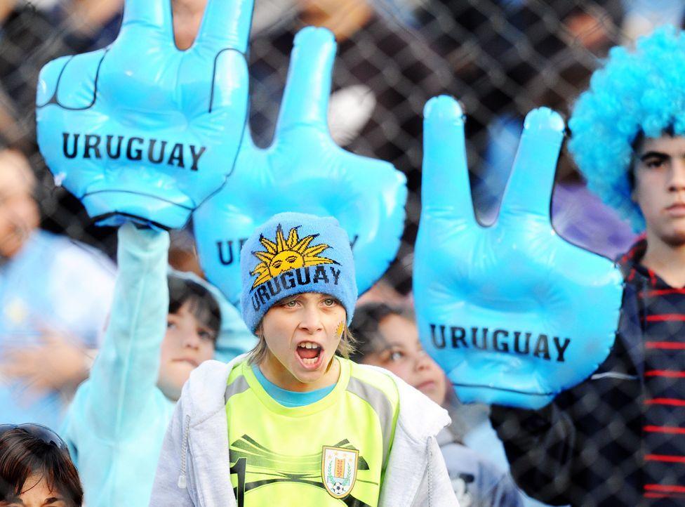 Fußballbegeisterung bei Jung und Alt - Bildquelle: AFP