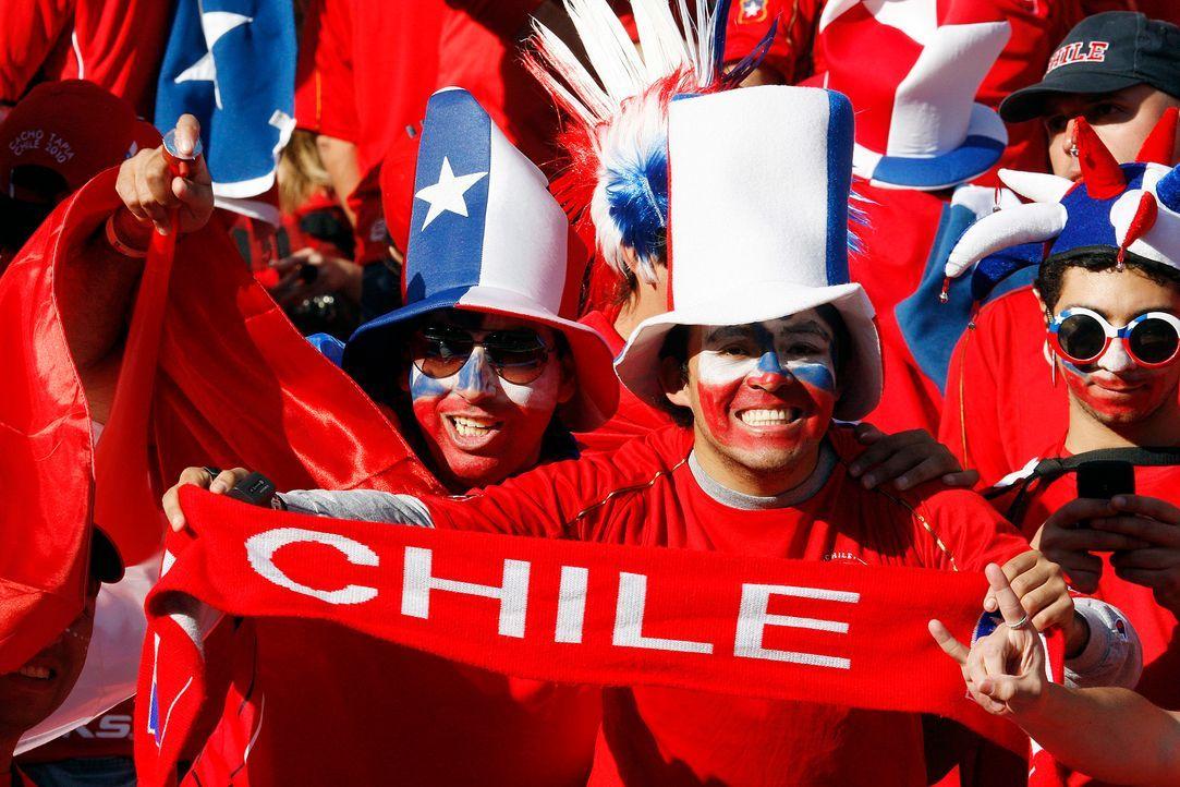 Fussball-Fans-Chile-100621-dpa - Bildquelle: EPA-dpa