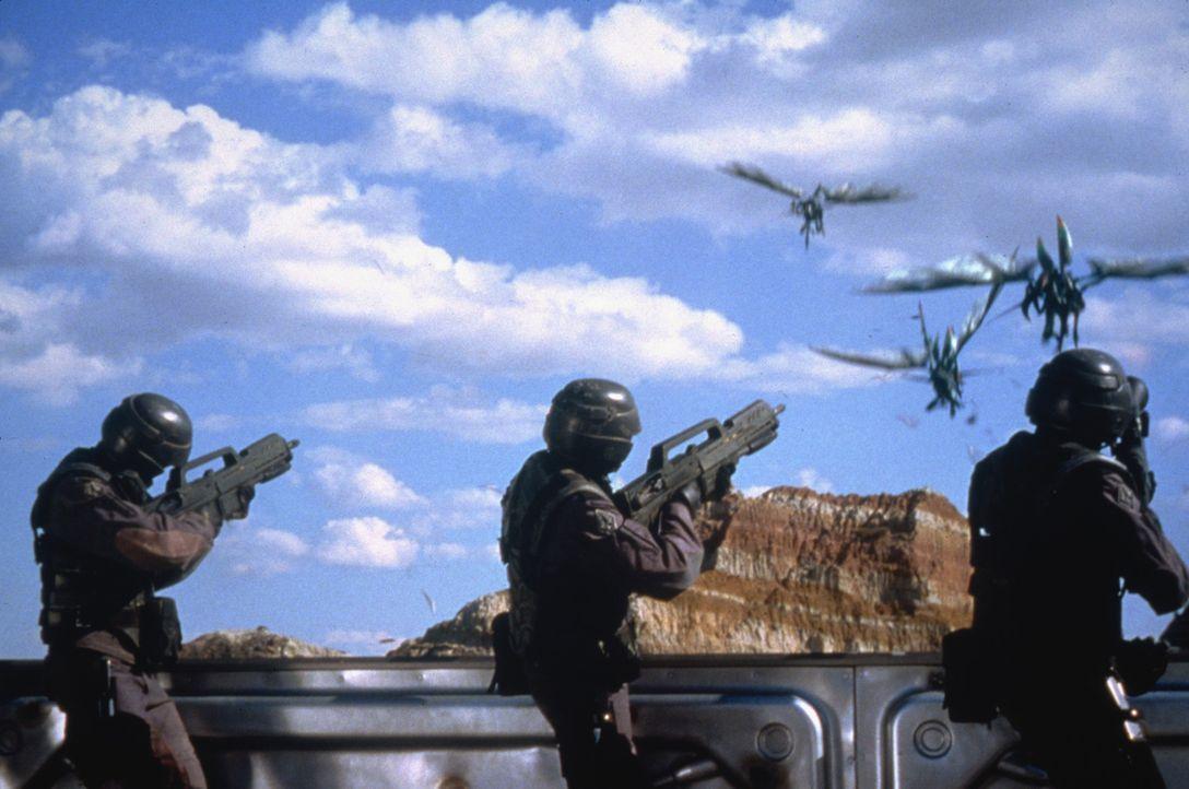 Im 25. Jahrhundert wird die Menschheit von Insekten aus einer fernen Galaxie bedroht, die unser Sonnensystem mit riesigen Meteoriten bombardiert ... - Bildquelle: TriStar Pictures