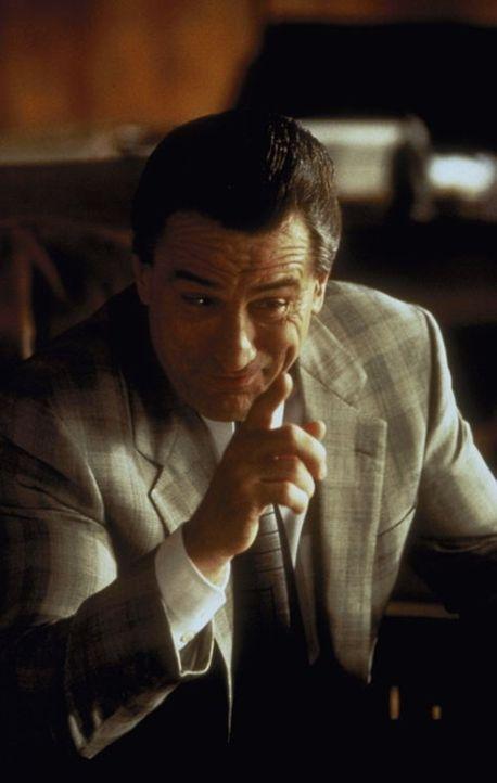 Seelenklempner Ben Sobol soll den ehemalig eiskalten und jetzt von Angstattacken heimgesuchten Mafia-Boss Vitti (Robert De Niro) für ein Mafia-Gipfe... - Bildquelle: Warner Brothers International Television Distribution Inc.