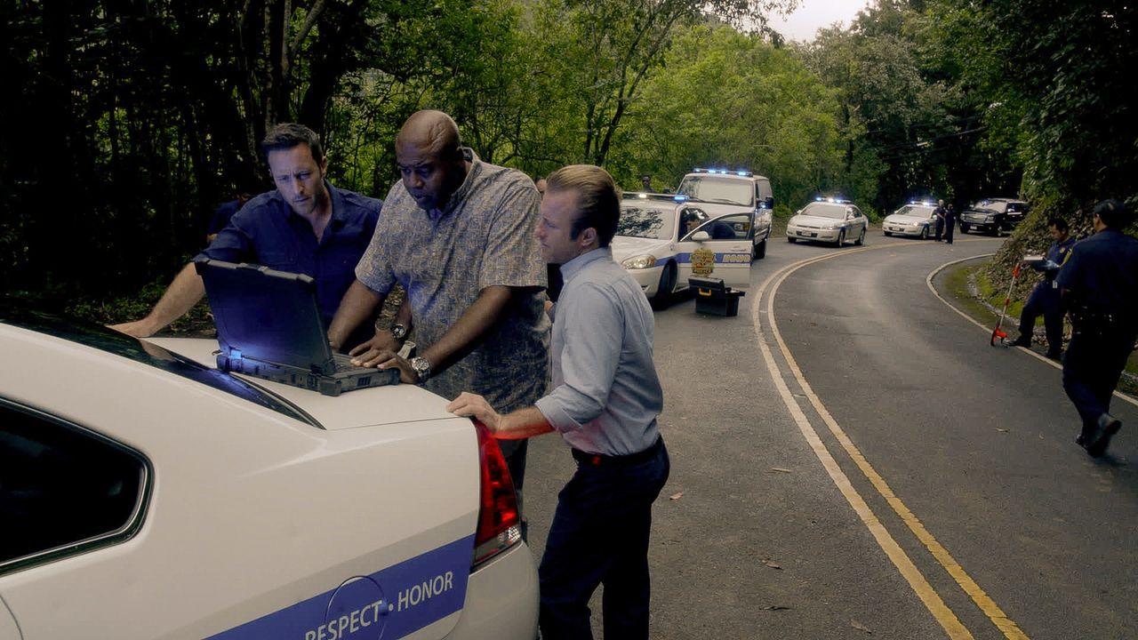 Für Steve (Alex O'Loughlin, l.), Danny (Scott Caan, r.) und Grover (Chi McBride, M.) beginnt ein Wettlauf mit der Zeit, um einen neuen Fall aufzuklä... - Bildquelle: 2015 CBS Broadcasting Inc. All Rights Reserved.