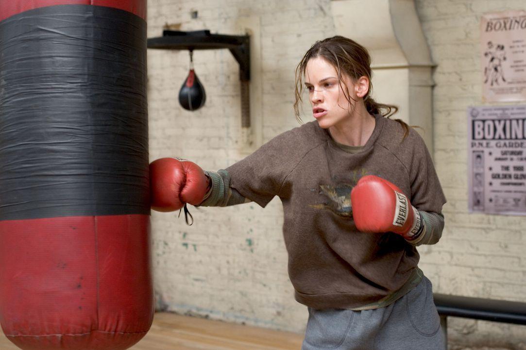 Maggie Fitzgerald (Hilary Swank) hat nur einen Traum. Sie will boxen und sie will Erfolg! Dafür ist sie bereit, unermüdlich zu trainieren. Doch Fr... - Bildquelle: Epsilon Motion Pictures