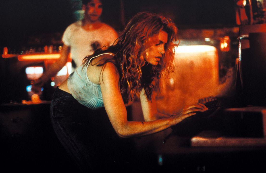 Als die Scheidungsanwältin Kate McQuean (Cindy Crawford) zufällig ein tödliches Geheimnis aufdeckt, gerät sie ins Visier der mörderischen russi... - Bildquelle: Warner Bros. Pictures