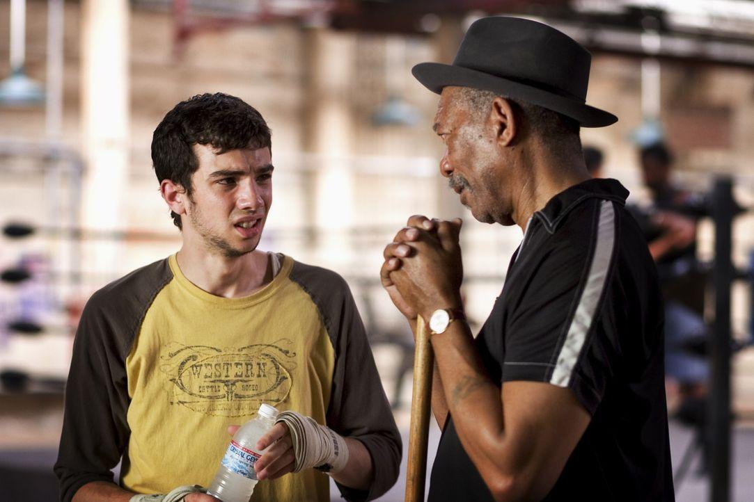 Ex-Boxer mit Herz: Immer wieder steht der einäugige Scrap (Morgan Freeman, r.) dem naiven und unbegabten Danger (Jay Baruchel, l.) bei, wenn die an... - Bildquelle: Epsilon Motion Pictures