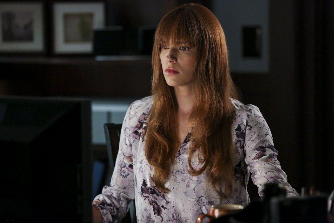 Ein Handy soll rund um die Uhr von Van Pelt (Amanda Righetti) bewacht werden. Docj kann sie die Hacker ausfindig machen? - Bildquelle: Warner Bros. Television
