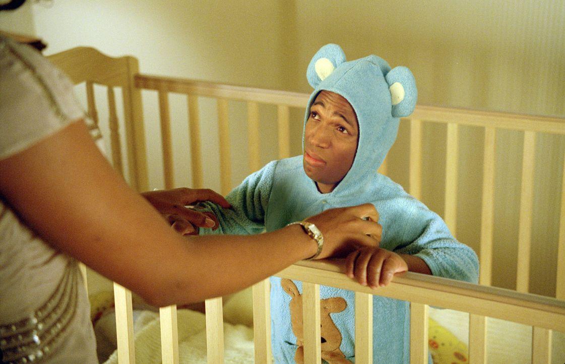 Auch Vatergefühle können zu weit gehen: Nicht nur wegen des Schlafanzuges, sondern auch, weil Calvin (Marlon Wayans) keine einzige Minute für sich h... - Bildquelle: Sony Pictures Television International. All Rights Reserved.