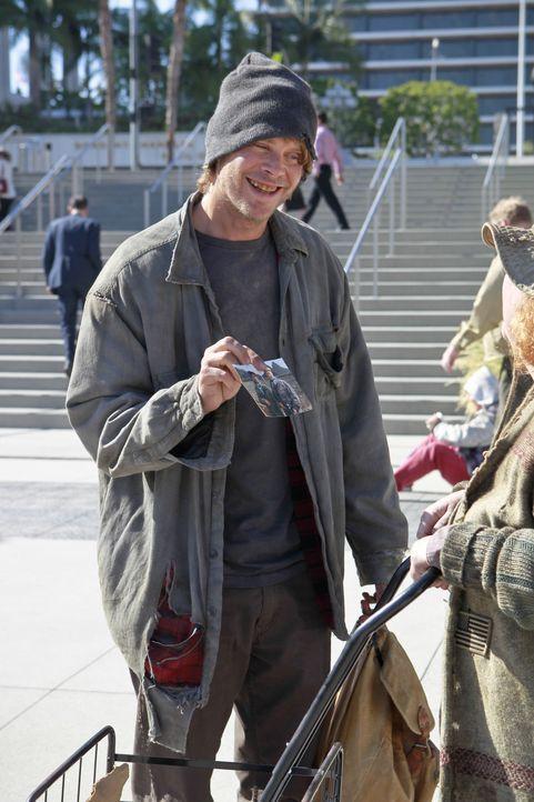 Ermittelt undercover, um einen Mord an einem Obdachlosen aufzudecken: Deeks (Eric Christian Olsen) ... - Bildquelle: CBS Studios Inc. All Rights Reserved.