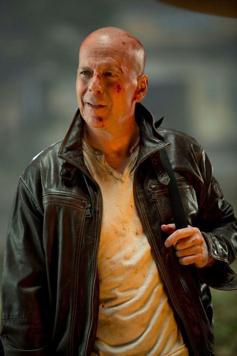 John McClane (Bruce Willis) ist zurück! Er muss nach Moskau reisen, wo sein Sohn Jack inhaftiert wurde - und schon findet er sich zwischen Terrorist... - Bildquelle: 2013 Twentieth Century Fox Film Corporation. All rights reserved.