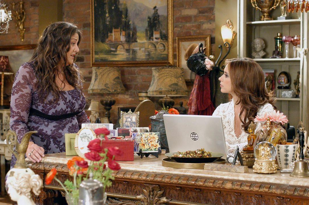 Melinda (Jennifer Love Hewitt, r.) erzählt Delia (Camryn Manheim, l.) von der seltsamen Entdeckung die sie gemacht hat ... - Bildquelle: ABC Studios