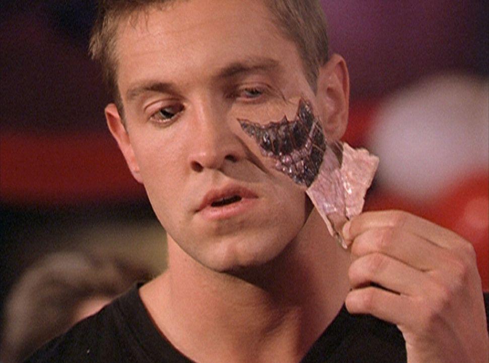 Dank eines Zauberspruches hat sich eine Schlange in einen Mann (Christopher Wiehl) verwandelt ... - Bildquelle: Paramount Pictures