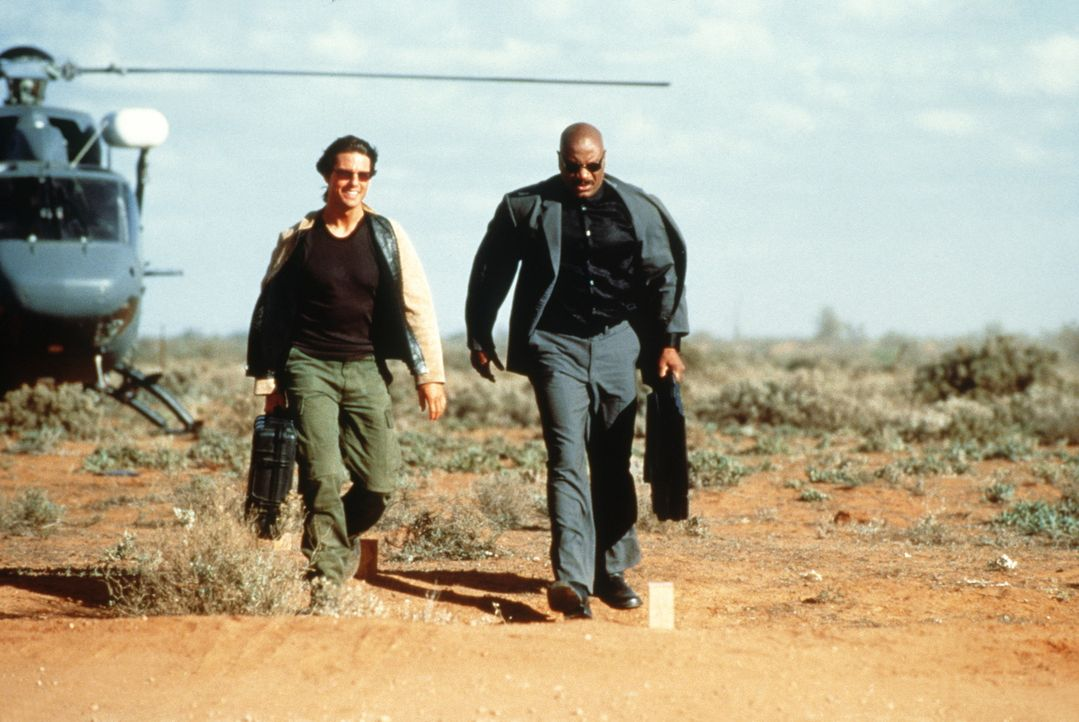 Nur mit der Hilfe seines Computer besessenen Freundes Luther Stickell (Ving Rhames, r.) ist es dem Spezialagenten Ethan Hunt (Tom Cruise, l.) mögli... - Bildquelle: Paramount Pictures