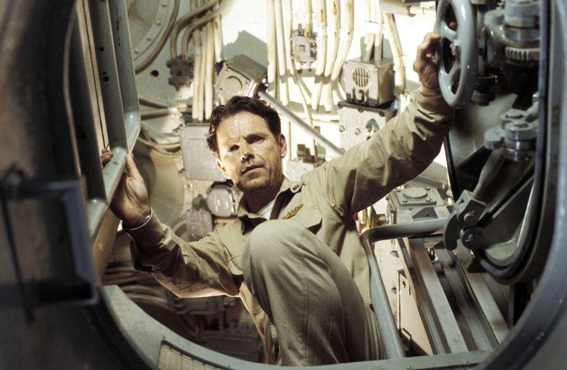 Die Geräte spielen verrückt, die Besatzung hört Stimmen und unheimliche Klopfgeräusche. Lt. Brice (Bruce Greenwood) geht der Sache auf den Grund... - Bildquelle: Dimension Films