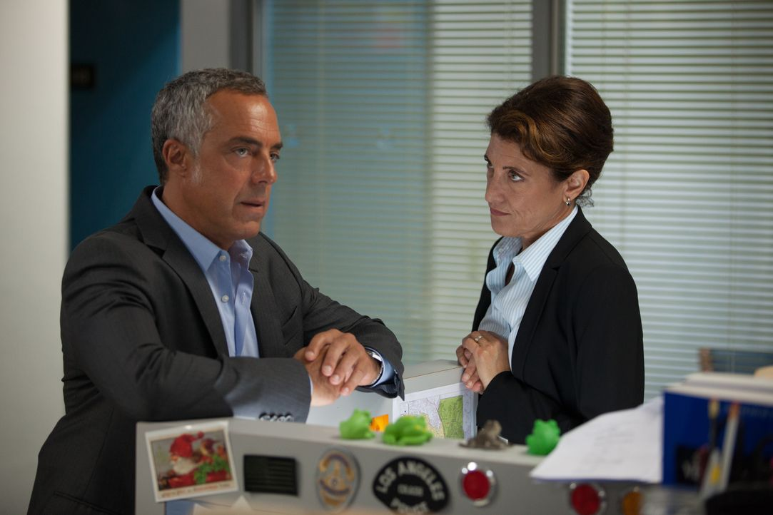 Harry Bosch (Titus Welliver, l.); Lieutenant Grace Billets (Amy Aquino, r.) - Bildquelle: 2020 Amazon Content Services LLC and Fabrik Entertainment, LLC.