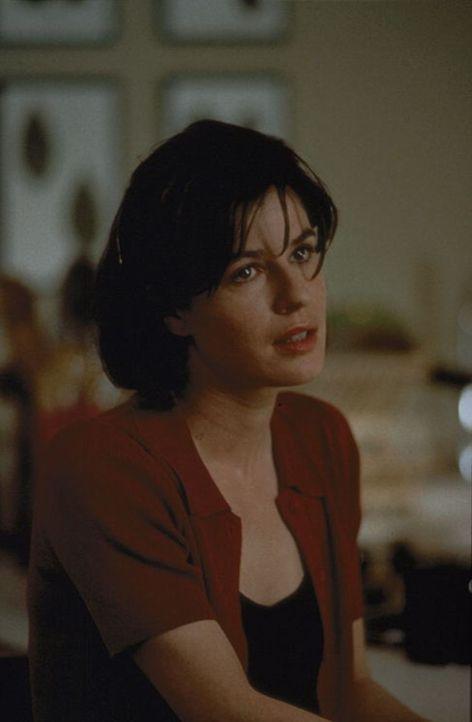 Lockt Marie Bineaux (Irène Jacob) die Polizei auf eine falsche Fährte? - Bildquelle: Warner Bros.