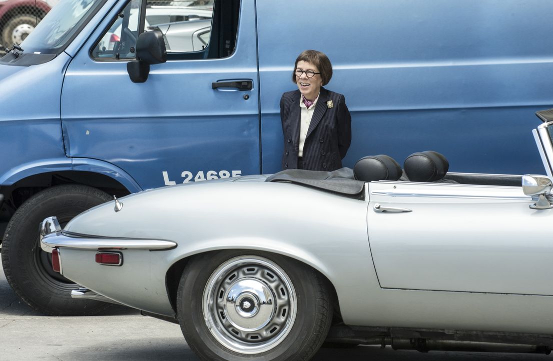 Beauftragt das Team Callen zu finden, der sich alleine auf eine  geheime Mission begeben hat: Hetty (Linda Hunt) ... - Bildquelle: Neil Jacobs 2015 CBS Broadcasting, Inc. All Rights Reserved.