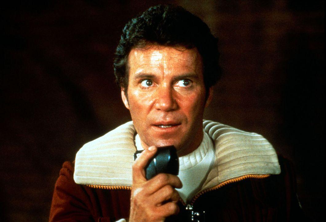 Admiral Kirk (William Shatner)  wird von seinem Erzrivalen Khan bedroht. Khan hat ein Raumschiff gekapert, in dem ein Materialumwandler gebaut wurde... - Bildquelle: Paramount Pictures