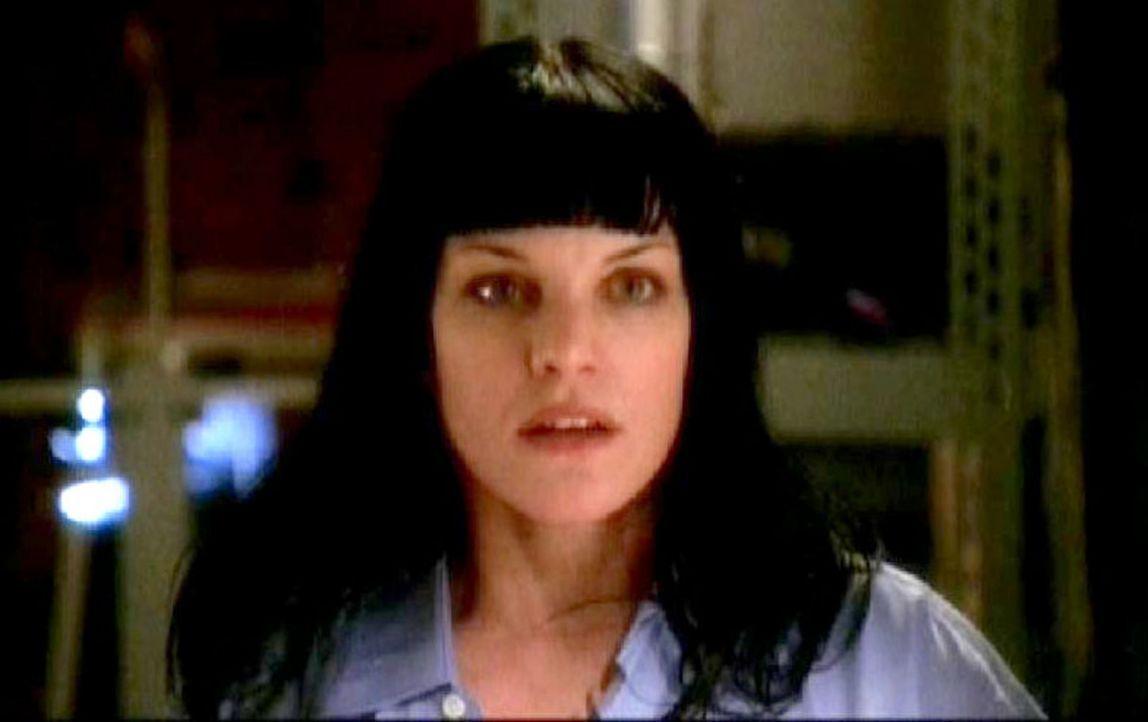 Abby (Pauley Perrette) ist unwohl zumute, als sie zum Gericht muss, um eine Aussage zu machen, denn seit Tagen wird sie von einem Stalker verfolgt. - Bildquelle: CBS Television