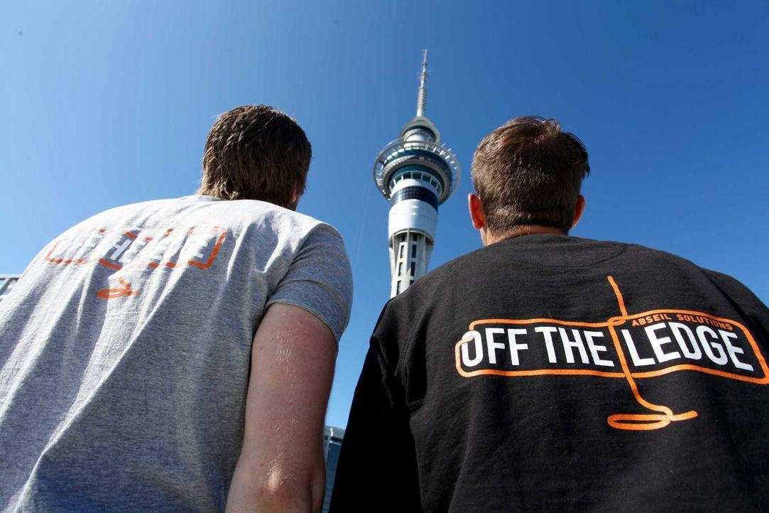 """In der neuseeländischen Metropole Auckland gründete die Familie Howcroft 1997 das Abseilunternehmen """"Off the Ledge"""". Sie sind die ersten Ansprechpar... - Bildquelle: kabel eins"""