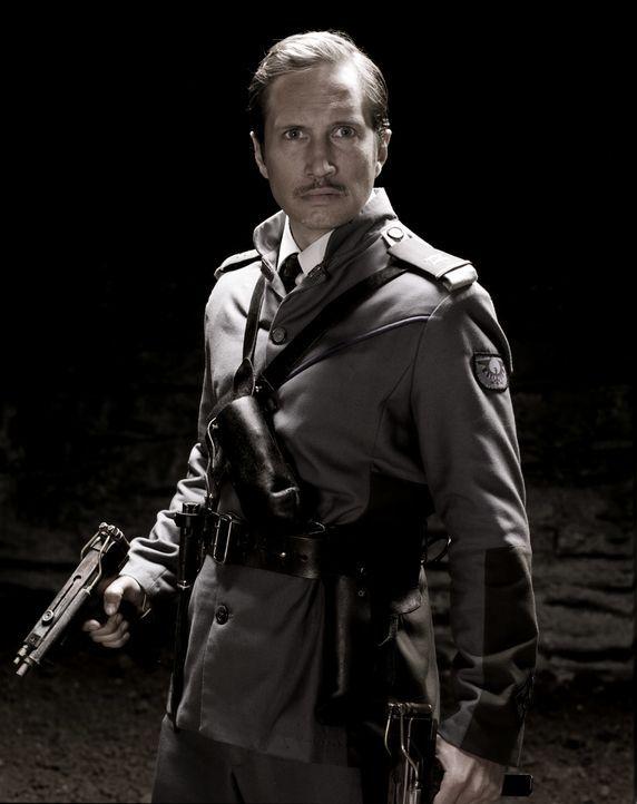 Hat zunächst Probleme, sich Mitch Hunters Anweisungen zu fügen: Leutnant Maximilian von Steiner (Benno Fürmann) ... - Bildquelle: 2008 Campfame Limited. Mutant Chronicles International, Inc. All rights reserved.