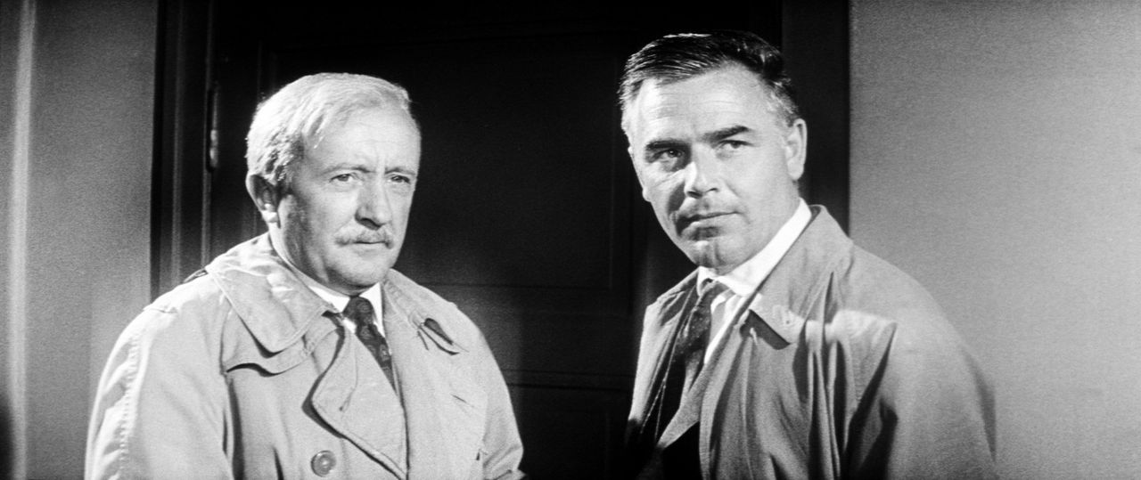 """Der """"Hexer"""" hat mal wieder zugeschlagen - Die Inspektoren Warren (Siegfried Lowitz, l.) und Higgins (Joachim Fuchsberger, r.) sind ratlos ... - Bildquelle: Constantin Film"""