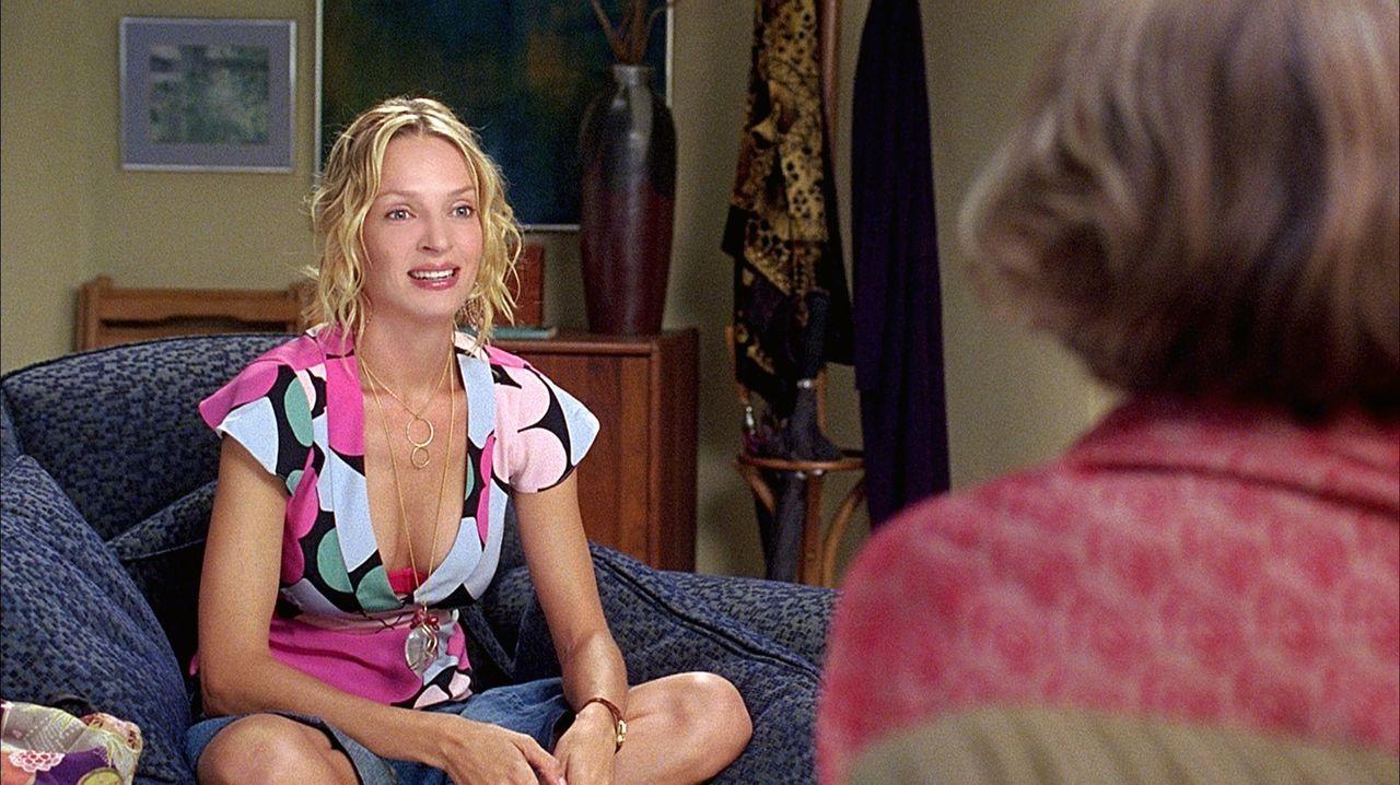 Als Psychotherapeutin Lisa Metzger (Meryl Streep, r.) ihre Patientin Rafi (Uma Thurman, r.) zu einer Affäre mit einem jüngeren Mann ermutigt, ahnt s... - Bildquelle: TOBIS FILM