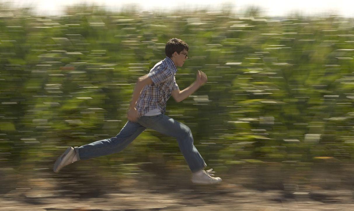 Rückblende: Eines Tages entdeckt der 15-jährige Clark (Stephen Bender) seine außergewöhnlichen Fähigkeiten. Noch ahnt er nicht, dass er die schon ba... - Bildquelle: Warner Brothers International Television Distribution Inc.