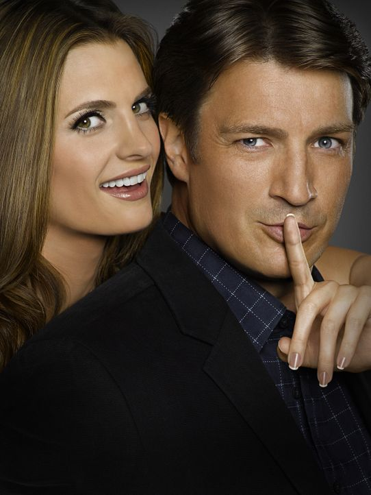 (4. Staffel) - Der Schriftsteller Richard Castle (Nathan Fillion, r.) darf so lange an der Seite der Polizeidetektivin Kate Beckett (Stana Katic, l.... - Bildquelle: ABC Studios