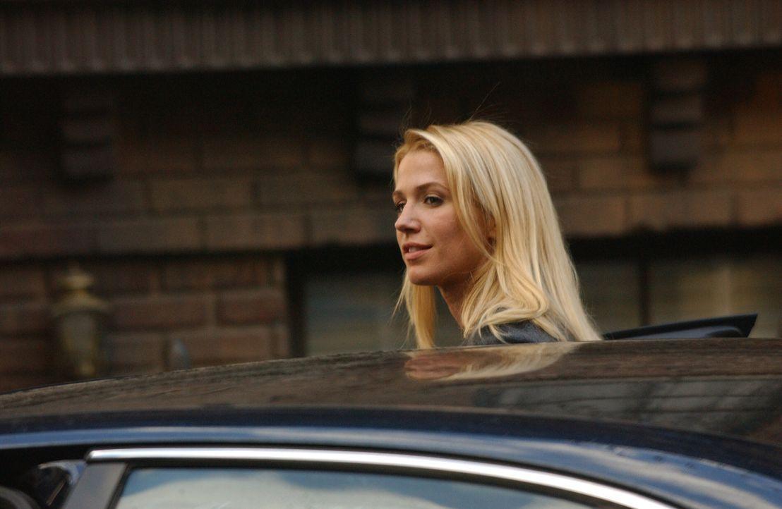 Noch ist Samantha Spade (Poppy Montgomery) ganz entspannt, denn sie hat keine Ahnung, dass der Wettlauf gegen die Zeit längst begonnen hat ... - Bildquelle: Warner Bros. Entertainment Inc.