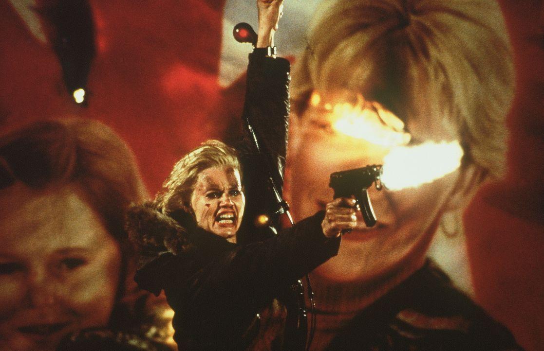 Nicht ahnend, dass sie einst eine ausgebildete Spezialagentin der US-Regierung war, gerät Samantha (Geena Davis) auf der Suche nach ihrer Vergangenh... - Bildquelle: New Line Cinema