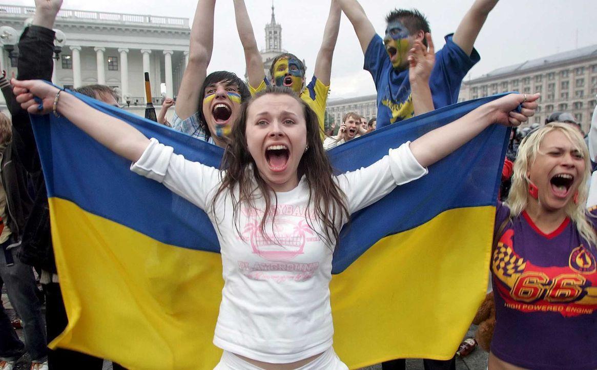 Fußball-Fan-Ukraine-060619-dpa - Bildquelle: dpa
