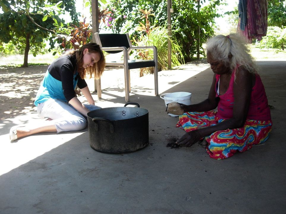 Bekommt in Australien die Chance, ihr Leben zu verändern: Dana (l.) ... - Bildquelle: kabel eins