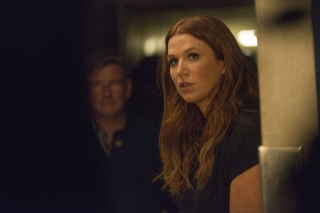 Als ein mächtiger Sturm aufzieht, finden Carrie (Poppy Montgomery), Al und ein festgenommener Verbrecher in einer stillgelegten Polizeistation Unter... - Bildquelle: Barbara Nitke 2015, 2016 Sony Pictures Television Inc. All Rights Reserved. / Barbara Nitke