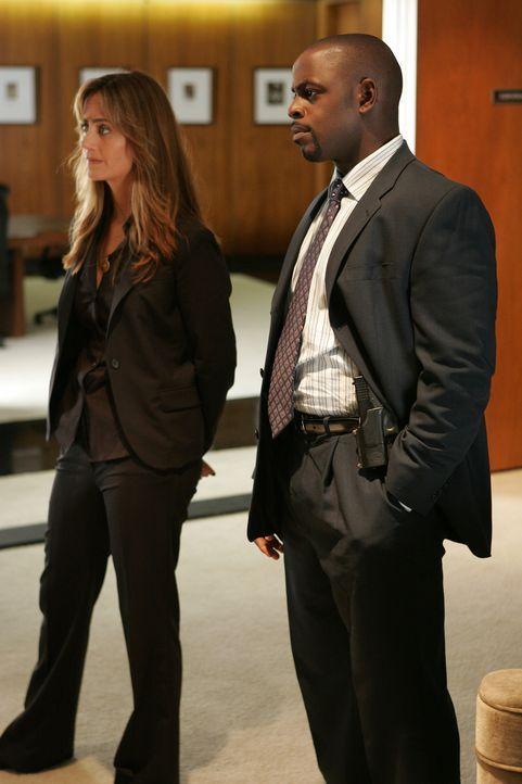 David Sinclair (Alimi Ballard, r.) und Megan Reeves (Diane Farr, l.) versuchen gemeinsam mit Don einen neuen Fall zu lösen ... - Bildquelle: Paramount Network Television